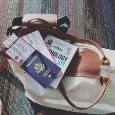 Longchamp for travels is a necessity  #longchamp #charlesdegualle #bonnevoyage #booksandbags ✈️