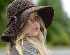 Wanderlust Brim Hat Crochet pattern by The Velvet Acorn Col Crochet, Crochet Mignon, Bonnet Crochet, Crochet Beanie, Crochet Gifts, Crochet For Kids, Crochet Baby, Knitted Hats, Crochet Brimmed Hat