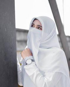 Image may contain: one or more people and closeup Hijab Musulman, Beau Hijab, Hijab Bride, Muslim Hijab, Hijab Chic, Wedding Hijab, Wedding Dresses, Arab Girls Hijab, Muslim Girls