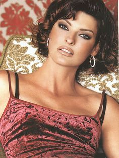 Linda Evangelista is a Canadian model. She has been featured on over 600 magazine covers. Evangelista is mostly known for being the longtime muse of photographer Steven Meise