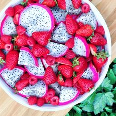 One of my fave fruit combos for breakfast this morning: dragonfruit, strawberries, & raspberries! Have a beautiful day everyone!!