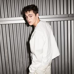Ambition flows in this AJ Mitchell's veins because he KNOWS how to move a crowd according to his sentimental whims. Aj Mitchell, Mainstream Music, Hip Hop, New Hope Club, Music Do, Slow Dance, Attractive Guys, Top Celebrities, Contemporary Dance
