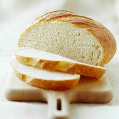 Country-Style Semolina Bread - Try this yeast bread the next time you serve an Italian dinner. Allowing the yeast mixture to stand before beating in the flour will ensure loaves with thick, hearty crusts and soft, toothsome crumbs. Apple Recipes, Gourmet Recipes, Baking Recipes, Yummy Recipes, Yummy Food, Semolina Bread Recipe, Popular Italian Food, Yeast Bread Recipes, Bread Bun
