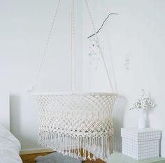 Hanging Bassinet for newborns. Exclusive rock that Label