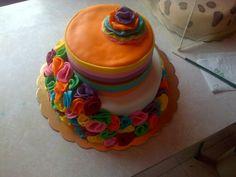 Torta con flores de colores