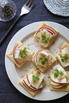 ちょっとだけ甘味が欲しいという方は、リンゴとカマンベールチーズのカナッペを。ハチミツとチーズが意外とマッチして、ワインにもよく合います。