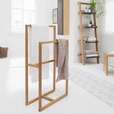 Towel rack Akoda – solid oak Source by angelfromsunset Luxury Shower, Towel Hanger, Diy Furniture Projects, Home Hacks, Home Office Decor, Bathroom Furniture, Solid Oak, Home Goods, Room Decor