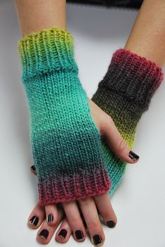 Ravelry: Scrap Yarn Gloves pattern by Cindy Kuo. Free Ravelry: Scrap Yarn Gloves pattern by Cindy Kuo. Knitting For Charity, Easy Knitting, Loom Knitting, Knitting Patterns Free, Hat Patterns, Knitting Machine, Stitch Patterns, Fingerless Gloves Knitted, Crochet Gloves