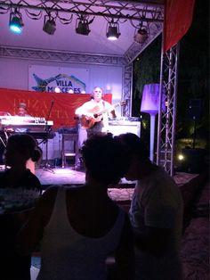 De beroemde Paco Fernandez vermaakt ons tijdens de openingsavond van de Ibiza Regatta met heerlijke Spaanse flamingo.   www.almagazine.nl