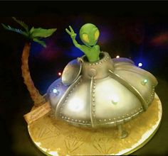 Alien cake 13th Birthday Parties, 11th Birthday, Birthday Cake, Alien Party, Aliens, Alien Cake, Cake Pictures, Cake Pics, Pastry Art