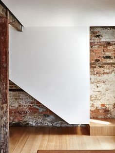 The Design Files> old walls, new stairs.