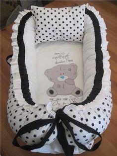 Annons på Tradera: FINT Babynest i vit/svart stora pricka mönster,hemsytt