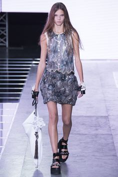 Louis Vuitton - Spring 2016 Ready-to-Wear