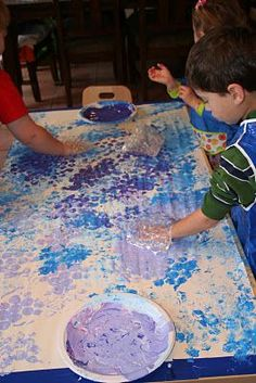 Kid's art activity: painting with bubble wrap