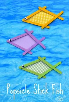 This colorful popsicle stick fish craft is a great summertime kid craft project. #craftpopsiclesticksprojects
