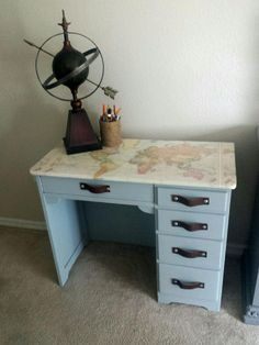 DIY+Decoupage+World+Map+Desk