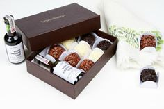 We present gourmet gift elegant baskets for almost every special day! Choose from our large choice of distinct souvenir basket Gift Box Packaging, Packaging Ideas, Sweet Box, Gourmet Gifts, Food Gifts, Diy Holiday Gifts, Spa Gifts, Homemade Gifts, Boyfriend Gifts