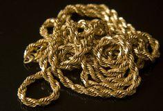Goldketten Ankauf   Egal ob Panzerkette, Königskette, oder Ankerkette wir kaufen Goldketten jeglicher Art an. Wir zahlen Ihnen den Betrag sofort in bar aus und orientieren uns am tagesaktuellen Goldpreis.  http://www.goldankauf-dresden.com/goldketten-ankauf