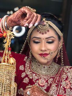 Hire the Best Makeup Artist in Delhi, Meenakshi Dutt. Offering Pre-bridal, Reception, Party, Sagan & Engagement makeup services in Delhi. Bridal Makeup Images, Best Bridal Makeup, Bridal Makeup Looks, Bridal Looks, Top Makeup Artists, Best Makeup Artist, Professional Makeup Artist, Indian Wedding Makeup, Engagement Makeup
