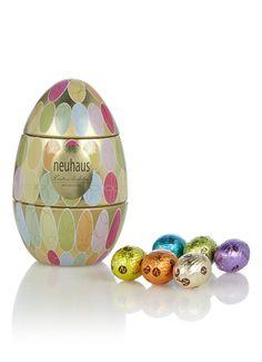 Metalen ei met chocolade eieren • de Bijenkorf PD