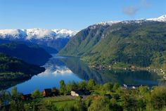 Hardangerfjord im Norwegen Reiseführer http://www.abenteurer.net/2491-norwegen-reisefuehrer/