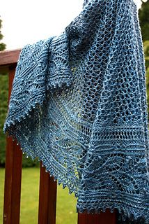 Ravelry: Miss Elliot Shawl pattern by Paulina Popiolek Love the color and the pattern. Beautiful!