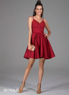 A classic homecoming style! Very pretty and not too much sophisticated! Perfect for the girls looking for a timeless dress. Get a closer look! Prom Dress Black, Backless Homecoming Dresses, Hoco Dresses, Dresses For Teens, Dance Dresses, Formal Dresses, Short Red Dresses, Vestidos Teen, Beautiful Dresses
