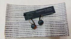 Boucles d'oreilles en soie peint á la main et laiton. Cadeau pour elle. Pendientes de seda pintada a mano y latón by Susana Suárez textiles.