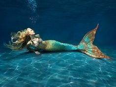 I wanna see a professional mermaid show!!!!