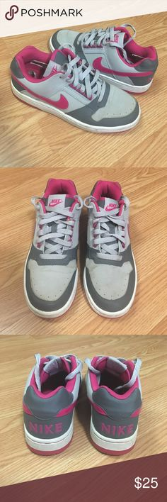 Girls Nike Low Girls Nike Low. Charcoal/Heather Gray/Pink. Size 5.5. Good condition. Nike Shoes