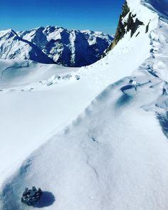 Mini Falcon just landed in Hoth (kind of). . . . #ski #snow #pyrenees #neige #starwars #bb8 #lego #legostarwars #legogram #legostagram #instalego #bricks #bricksinfocus #afol #minifigure #gommzy