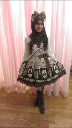 Meet the Hijabi Lolita (14)