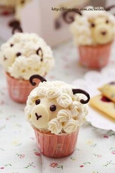 When it comes to making a warm batch of cupcakes, nothing is cuter than a batch with two eyes and four paws. We're talking about animal cupcakes, of course! This selection of 15 animal cupcakes is . Sheep Cupcakes, Yummy Cupcakes, Lamb Cupcakes, Sheep Cake, Icing Cupcakes, Animal Cupcakes, Raspberry Cupcakes, Party Cupcakes, Flower Cupcakes