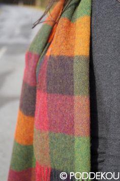 VLNENÝ ŠÁL KOCKA – ZELENO-FIALOVÝ | PODDEKOU Wool Scarf, Plaid Scarf, Scarves, Scarfs