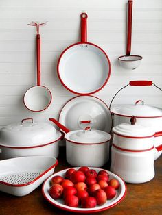 Vintage Collection of Red and White Enamelware. still have many of my Mom's & Granny's pieces ! Such sweet memories on the farm and later years❤️! Carried over to my vintage kitchen & country home ! Red Kitchen, Kitchen Items, Country Kitchen, Kitchen Decor, Kitchen Utensils, Red And White Kitchen, Cherry Kitchen, 1950s Kitchen, Kitchen Furniture
