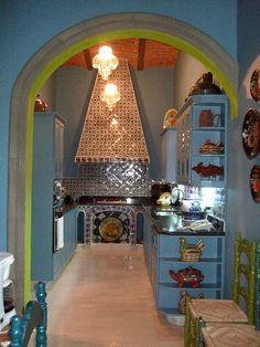 Spanish style – Mediterranean Home Decor Mexican Style Kitchens, Mexican Style Decor, Mexican Kitchen Decor, Mexican Hacienda Decor, Hacienda Kitchen, Hacienda Homes, Hacienda Style, Spanish Colonial Homes, Spanish House