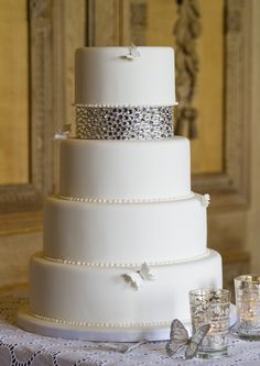 Beautiful Cake Pictures: Elegant White Cake with Rhinestones and Pearls - Cakes With Jewels, Wedding Cakes, White Cakes - Luxury Cake, Luxury Wedding Cake, Wedding Cake Photos, Elegant Wedding Cakes, Beautiful Wedding Cakes, Wedding Cake Designs, Beautiful Cakes, Dream Wedding, Wedding Sweets
