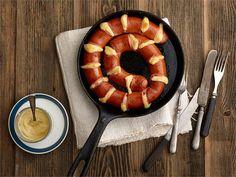 Suomalaisten suosikkiruoka vuosien takaa on juustolla täytetty uunimakkara. Käytä siihen raikkaan hapahkoa Oltermanni Cheddaria. Lisäkkeeksi sopii perunamuusi, höysteeksi sinappi ja ketsuppi.