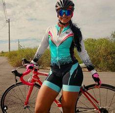 Bicycle Women, Bicycle Girl, Female Cyclist, Yoga Pants Girls, Cycling Girls, Triathlon, Gifs, Lady, Athletic Women
