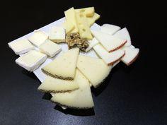 ¿Has probado nuestras famosas tablas de quesos? Te garantizamos que volarán en menos de cinco minutos :-)