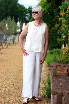 How to wear cool summer linen. Fashion and beauty advice for women over 50. Style inspiration for 50+ women. Style at any age. How to look chic at any age.