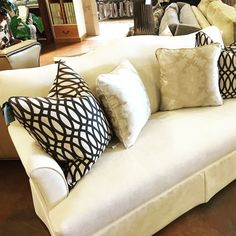 Knoxville Furniture Store   Gorgeous Settee   Toss Pillows   Accents U0026  Accessories   Bradenu0027s Lifestyles