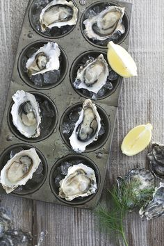 Should a top quality muffin pan be on your registry? This undervalued pan does so much more in the kitchen than sweets! 10 Ways to Put a Muffin Pan to Good Use (Other Than Making Muffins! Raw Oysters, Fresh Oysters, Think Food, Love Food, Deep Dish, Muffins, Oyster Recipes, Great Recipes, Favorite Recipes