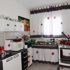 Kit para cozinha: amarelo e marrom listrado no Elo7 | Crochê Carioca (AE1D66) Valance Curtains, Kitchen Cabinets, Home Decor, Oven Glove, Kitchen Kit, How To Make Curtains, Curtains For Kitchen, Chicken Kitchen, Kitchens