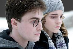 Harry (Daniel Radcliffe) and Hermione (Emma Watson) in Harry Potter and the Half-Blood Prince Harry And Hermione, Hermione Granger, Ginny Weasley, Draco, Harry Potter Jk Rowling, Daniel Radcliffe, Emma Watson, Tricot Harry Potter, Hogwarts