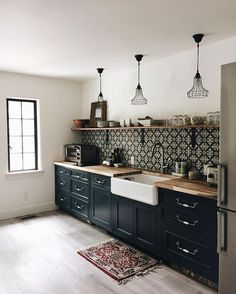 Black Kitchen Cabinets, Painting Kitchen Cabinets, Black Kitchens, Cool Kitchens, Kitchen Backsplash, Soapstone Kitchen, Dark Cabinets, Kitchen Island, Kitchen Countertops