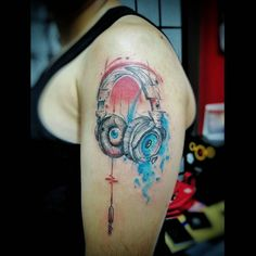 Não deixe de ouvir com outros olhos #tattoo #tattoos #tattooed #tattooist #tattooflash #tats #tatts #ink #inked #inkedup #tattrx #equilattera #amazingink #art #instaart #design #draw #drawing #sketch #sketchbook #graphictattoo #abstracttattoo #watercolortattoo #photograph #headphone #inspirationtatto #usoelectricink #electricink #tattoo2me