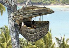 Selain itu restoran ini juga menawarkan pemandangan yang pastinya akan membuat Anda terkagum-kagum.
