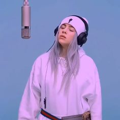 She is beatiful😍 Billie Eilish, Ariana Grande, Album Cover, Aesthetic Videos, Music Aesthetic, Aesthetic Drawing, Amai, Video Editing, Outfit
