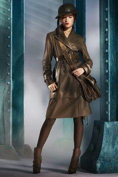 Christian Dior - pre-fall 2010. Model -  Heloise Guerin. Gorgeous coat! Love it so much! Christian Dior Vintage, Military Chic, Military Fashion, Military Green, John Galliano, Fashion Studio, Fashion Show, High Fashion, Style Work